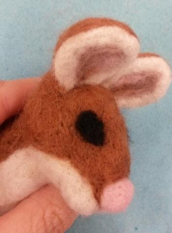How to needle felt animal eyes (4/6)