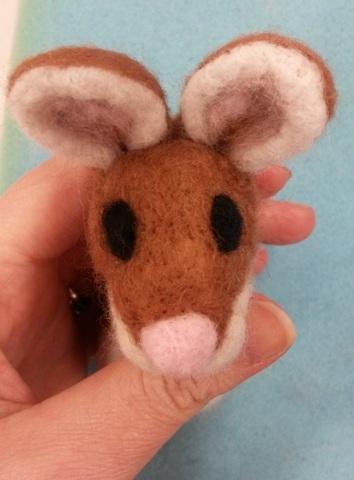 How to needle felt animal eyes (3/6)