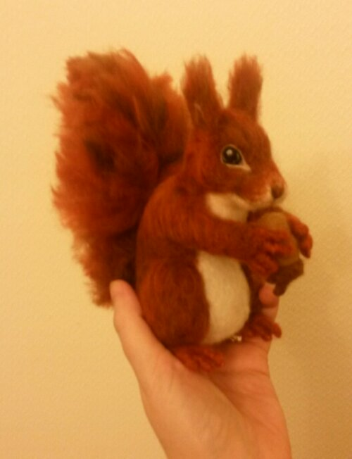 Needle felted squirrel (1/5)