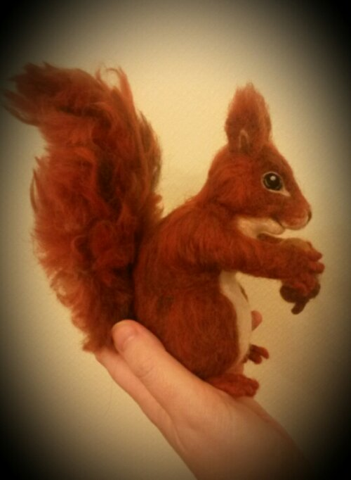 Needle felted squirrel (2/5)
