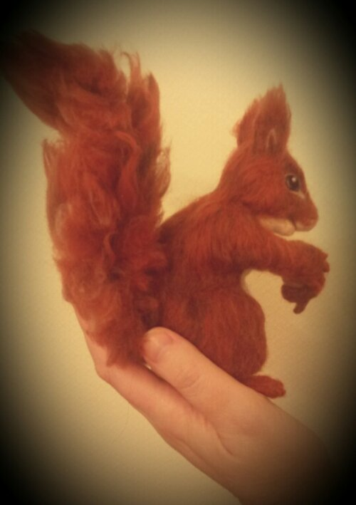 Needle felted squirrel (4/5)