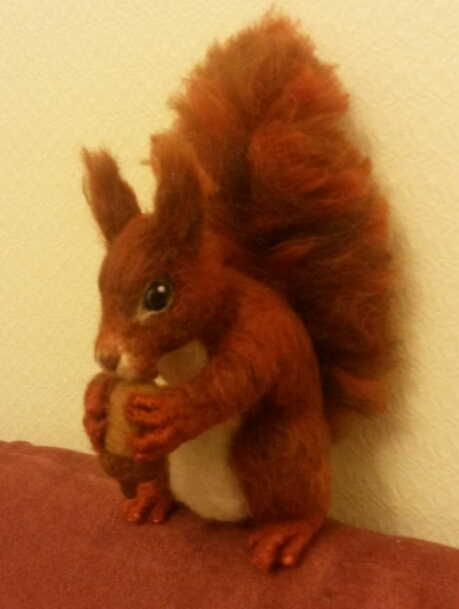 Needle felted squirrel (3/5)