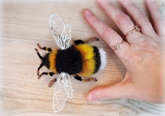 needle felted bumble bee (34)